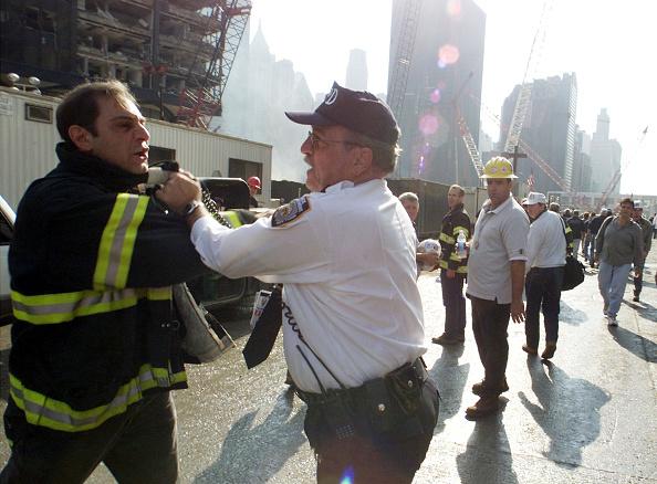 Emergency Services Occupation「September 11 Retrospective」:写真・画像(19)[壁紙.com]