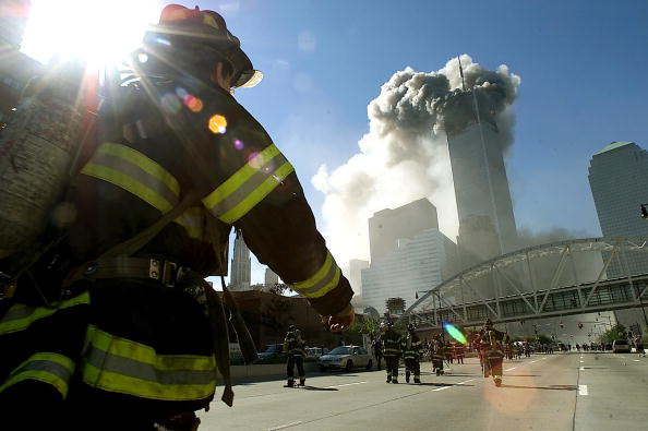 Emergency Services Occupation「World Trade Center Hit by Two Planes」:写真・画像(0)[壁紙.com]
