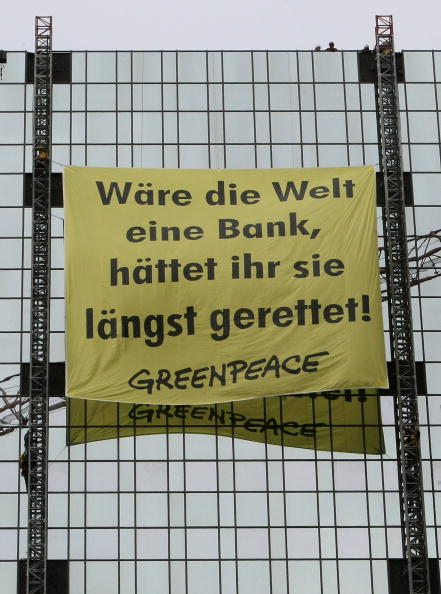 Protection「Greenpeace Activists Demonstrate At Deutsche Bank Towers」:写真・画像(13)[壁紙.com]