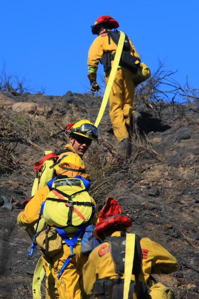 Mountain Ridge「Santa Ana Winds Aggravate Wildfires」:写真・画像(17)[壁紙.com]