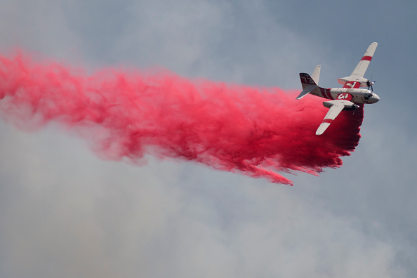 Azusa - California「Fire Crews Work To Contain Cabin Wildfire Within Angeles National Forest」:写真・画像(14)[壁紙.com]