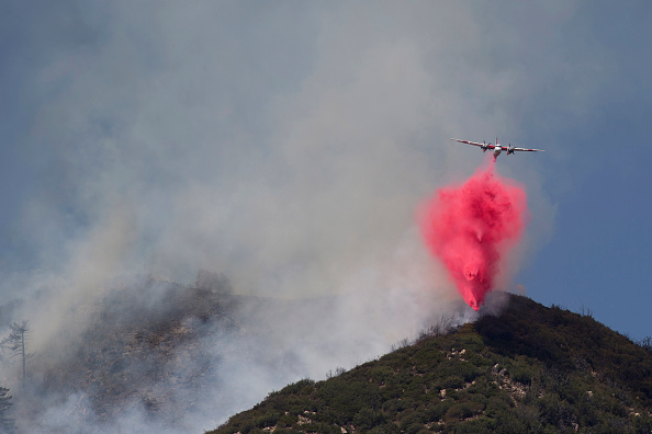 Azusa - California「Fire Crews Work To Contain Cabin Wildfire Within Angeles National Forest」:写真・画像(15)[壁紙.com]
