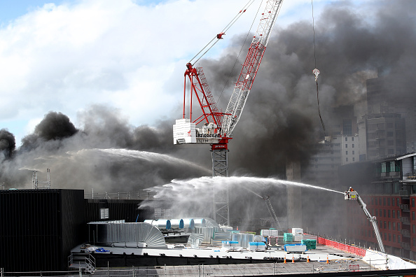 On Top Of「Smoke Blankets Auckland CBD As Fire Burns At SkyCity Convention Centre」:写真・画像(9)[壁紙.com]