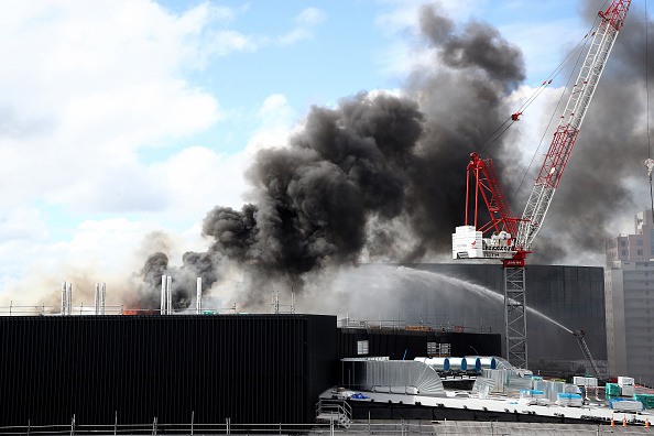 Auckland「Smoke Blankets Auckland CBD As Fire Burns At SkyCity Convention Centre」:写真・画像(12)[壁紙.com]