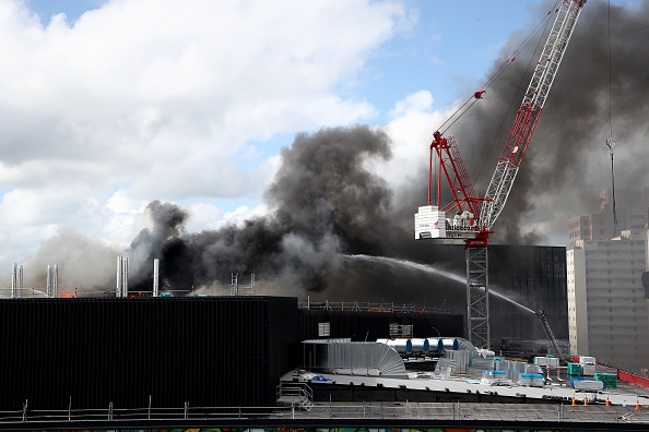Auckland「Smoke Blankets Auckland CBD As Fire Burns At SkyCity Convention Centre」:写真・画像(15)[壁紙.com]