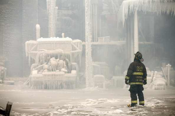 Blank「Firefighters Battling Massive Chicago Blaze Hindered By Frigid Temperatures」:写真・画像(19)[壁紙.com]