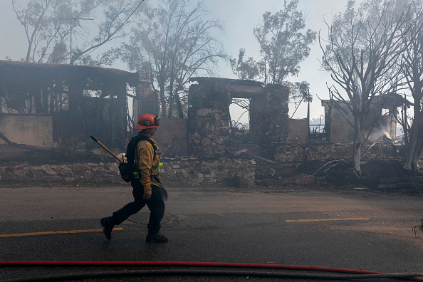 Getty Images「Fast Moving Getty Fire Threatens Homes And Forces Evacuations In Affluent Section Of Los Angeles」:写真・画像(0)[壁紙.com]
