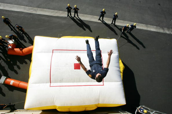 Cushion「Los Angeles Fire Department Trains Recruits For Future Duty」:写真・画像(5)[壁紙.com]