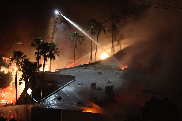 Extreme Weather「Wildfire Forces Evacuation Of Thousands In Carlsbad, California」:写真・画像(3)[壁紙.com]