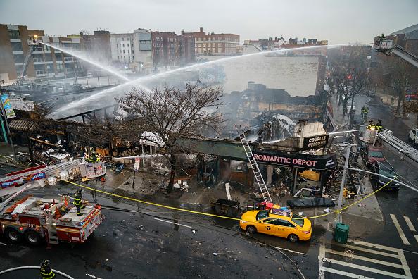 Queens - New York City「5 Alarm Fire Burns Row Of Stores In Queens, New York」:写真・画像(19)[壁紙.com]