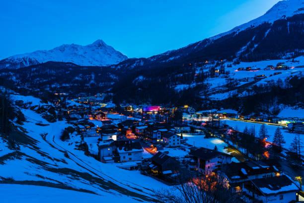 Town Soelden (Solden), Tirol, Austria at dusk:スマホ壁紙(壁紙.com)