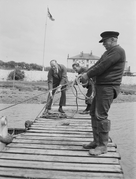 Fisherman「Men Mooring Boat To Jetty」:写真・画像(5)[壁紙.com]