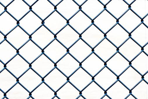 柵「クローズアップワイヤーフェンス aginst 、コピースペース白背景」:スマホ壁紙(14)