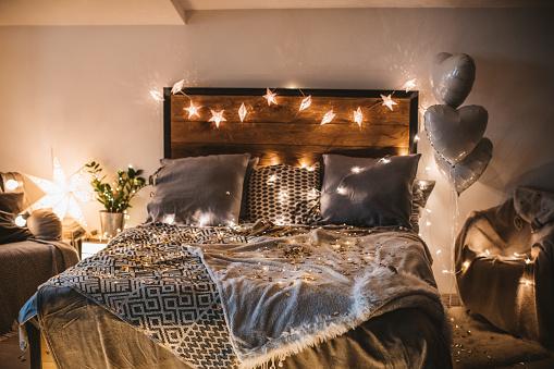 Christmas Lights「Holiday bedroom」:スマホ壁紙(13)