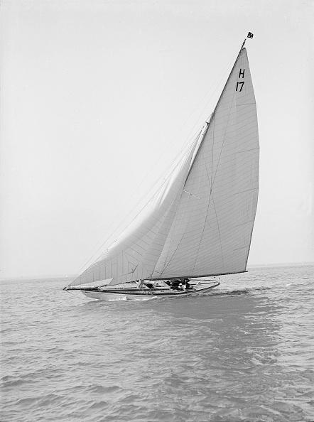 Cutting「The 8 Metre Ierne (H17) Sailing Close-Hauled」:写真・画像(6)[壁紙.com]