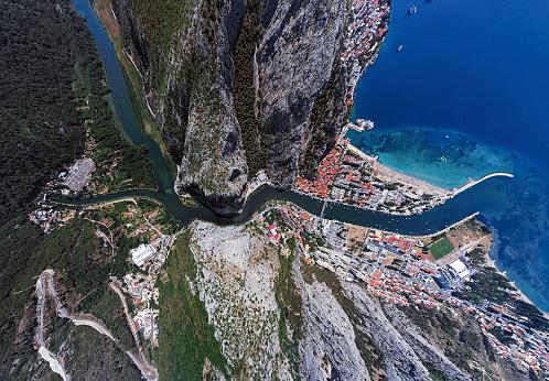 Adriatic Sea「Ultra wide angle aerial view of Omis and Cetina river, Dalmatian Coast, Croatia」:スマホ壁紙(12)