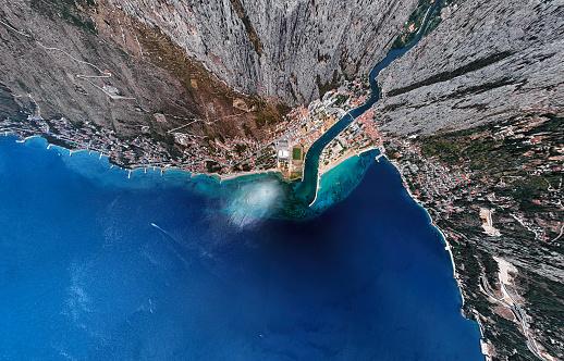Coastline「Ultra wide angle aerial view of Omis and Cetina river, Dalmatian Coast, Croatia.」:スマホ壁紙(3)
