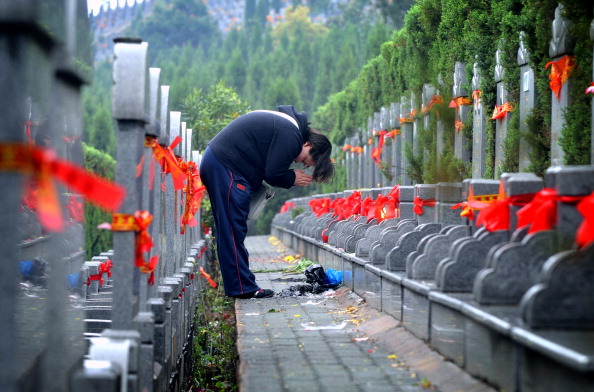 Cemetery「China Marks Tomb-Sweeping Day」:写真・画像(9)[壁紙.com]