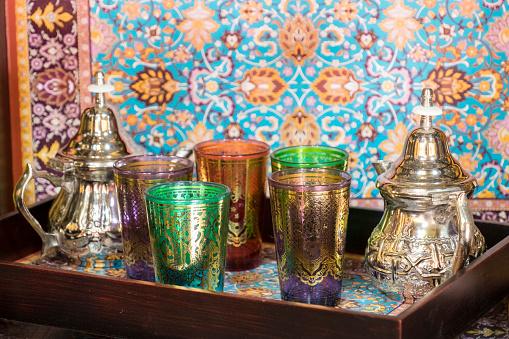 Moorish「Moorish-styled glasses and tea pots for sale in shop, Granada, Andalusia, Spain」:スマホ壁紙(15)