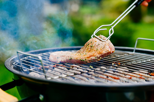 Barbecue Grill「Grilling lamb fillet on charcoal grill」:スマホ壁紙(2)