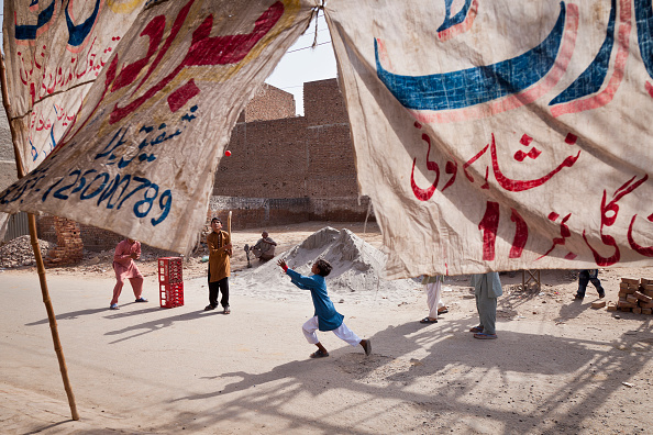 Indian Subcontinent Ethnicity「Street Cricket In Faisalabad」:写真・画像(4)[壁紙.com]
