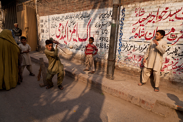 Indian Subcontinent Ethnicity「Street Cricket In Lahore」:写真・画像(5)[壁紙.com]