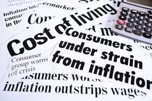 Effort「Calculator on newspaper headlines about cost of living and inflation」:スマホ壁紙(14)