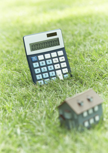 Economic fortune「Calculator and miniature house」:スマホ壁紙(5)