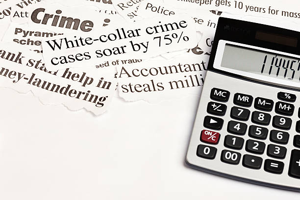 Calculator next to headlines about white collar crime:スマホ壁紙(壁紙.com)