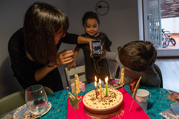 Birthday「Spain Remains In Lockdown As Coronavirus Infection Rate Slows」:写真・画像(5)[壁紙.com]