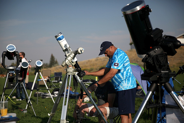 Solar Eclipse「Solar Eclipse Visible Across Swath Of U.S.」:写真・画像(4)[壁紙.com]