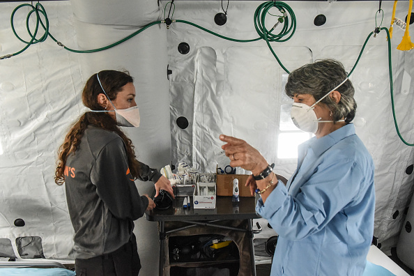 Built Structure「Emergency Hospital Setup In Central Park To Cope With Coronavirus Pandemic」:写真・画像(18)[壁紙.com]