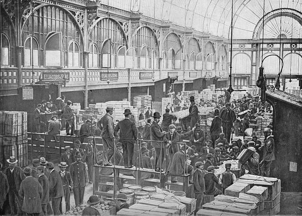 Covent Garden「Fruit auctions at Covent Garden Market, London, c1901 (1901)」:写真・画像(10)[壁紙.com]
