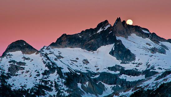 月「Full moon rise over Gunsight Peak」:スマホ壁紙(13)