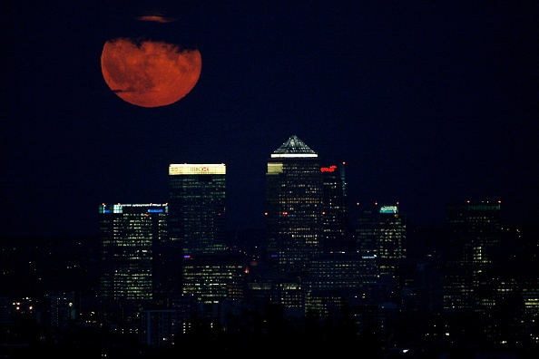 cloud「Full Moon Rising Over London's Summer Sky」:写真・画像(1)[壁紙.com]