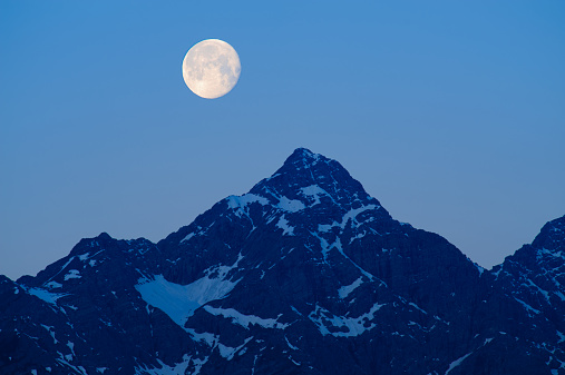 Lechtal Alps「Full moon rising over Lechtal Alps」:スマホ壁紙(15)