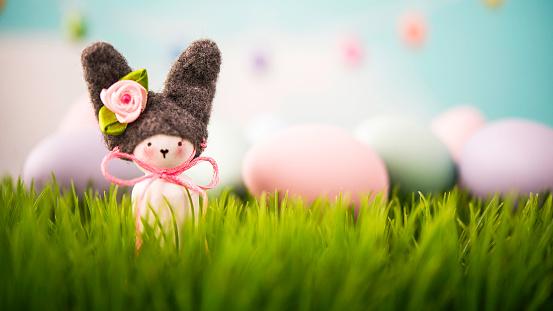 イースター「Easter still life with handmade bunny in grass」:スマホ壁紙(16)