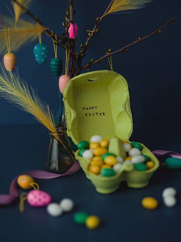 Disco Lights「Easter still life with twigs and egg decorations with cruelty free artificial feathers on dark blue」:スマホ壁紙(12)