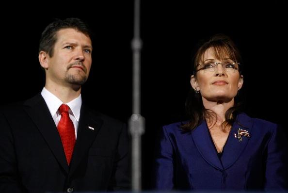 Husband「McCain Holds Election Night Gathering In Phoenix」:写真・画像(3)[壁紙.com]
