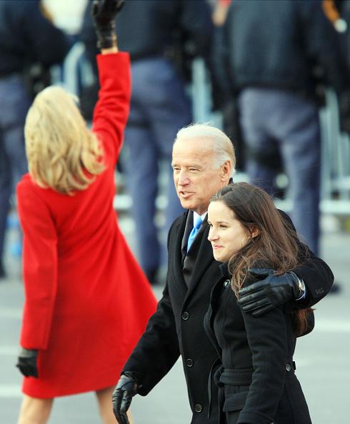 Overcoat「Barack Obama Is Sworn In As 44th President Of The United States」:写真・画像(19)[壁紙.com]