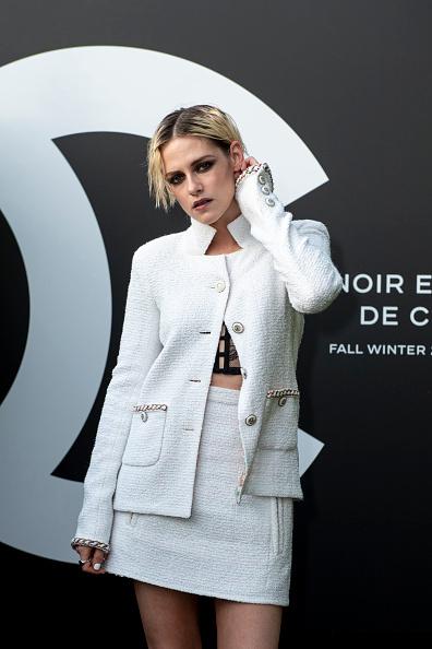 Skirt「Noir Et Blanc De Chanel - Fall-Winter 2019 Makeup Collection - Yachts De Paris」:写真・画像(8)[壁紙.com]