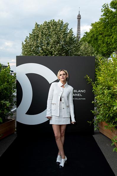 White Blazer「Noir Et Blanc De Chanel - Fall-Winter 2019 Makeup Collection - Yachts De Paris」:写真・画像(1)[壁紙.com]