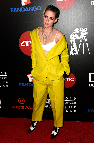 Yellow「Will Rogers 78th Annual Pioneer Dinner Honoring Elizabeth Banks - Arrivals」:写真・画像(9)[壁紙.com]