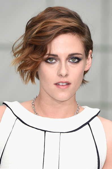 Kristen Stewart「Chanel : Front Row - Paris Fashion Week - Haute Couture S/S 2015」:写真・画像(15)[壁紙.com]