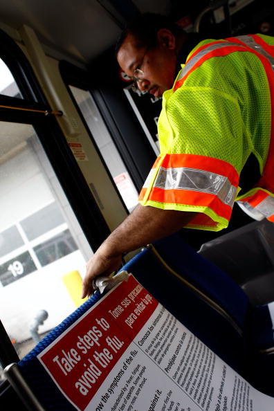Spray「DC Public Buses Disinfected To Protect Against Flu Viruses」:写真・画像(7)[壁紙.com]