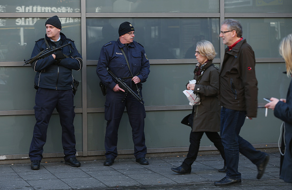 Moving Past「Hanover Day After Terror Scare」:写真・画像(2)[壁紙.com]