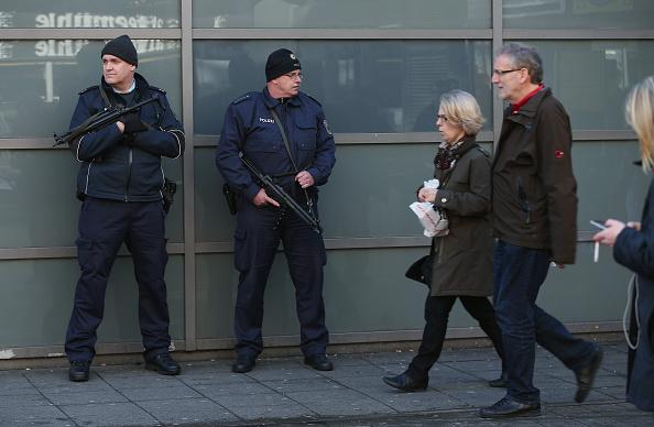 Netherlands「Hanover Day After Terror Scare」:写真・画像(11)[壁紙.com]