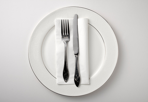 Fork「Eating utensils on a white plate against a white background」:スマホ壁紙(8)