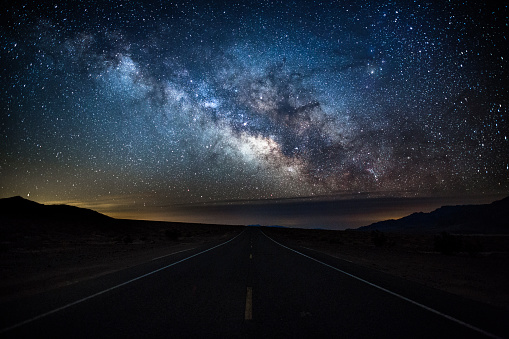 National Park「Milky Way over Country Road - Death Valley, USA」:スマホ壁紙(11)