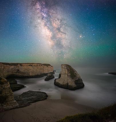 天の川「Milky Way Over Shark Fin Cove, Santa Cruz, California, America, USA」:スマホ壁紙(1)